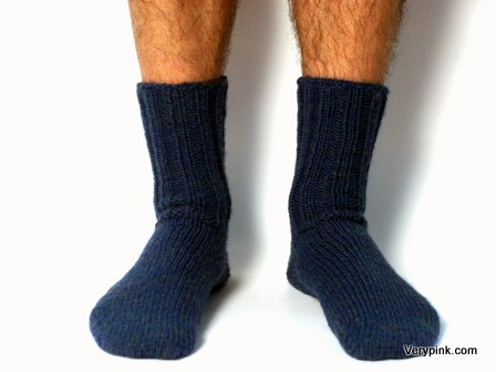 Easy Knitting Pattern For Mens Socks : v e r y p i n k . c o m - knitting patterns and video tutorials - Socks