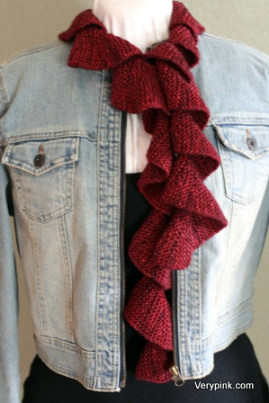 Knitting Pattern For Corkscrew Scarf : Learn to Knit a Spiral Scarf - v e r y p i n k . c o m - knitting patterns an...